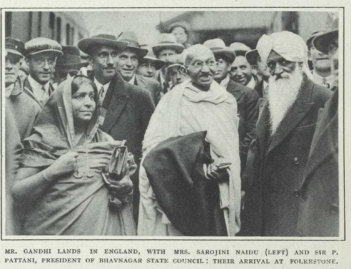 Second Round Table Conference. Gandhi and Sarojini Naidu before the 2nd Round Table Conference. The deliberations of the conference that started on September 7, 1931, failed to bring about a consensus between Gandhiji and other Indian participants on separate electorates and other safeguards for Muslims and other minorities. September 7, 1931.