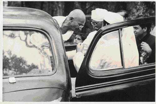 Gandhiji's arrival in Simla, Gandhiji alighting from the car outside Manorvilla, Simla, in 1945.