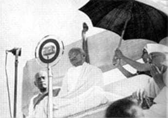 Gandhi declaring open All-India Village Industries Association. 1935.