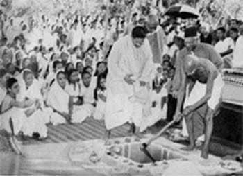 Mahatma Gandhi at the foundation laying ceremony of Andrews Memorial Hospital, Shantinikatan. December 19, 1945.
