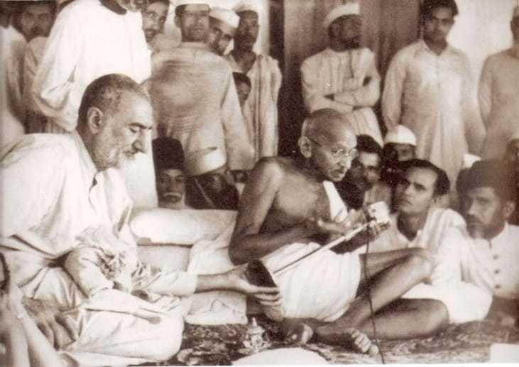 Mahatma Gandhi at a meeting with Muslim Leaguers at Jahanabad. Bihar, March 1947.