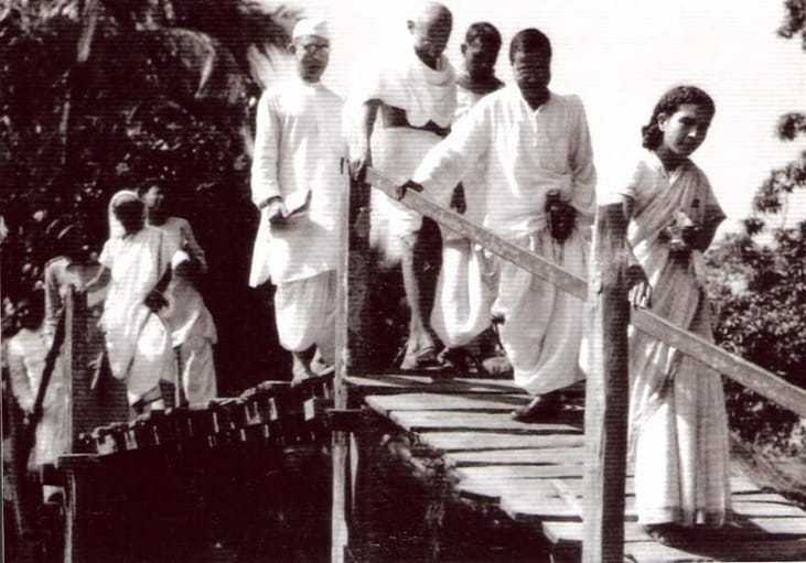 Visit to the affected area of Ramganj on foot, November 25, 1946.