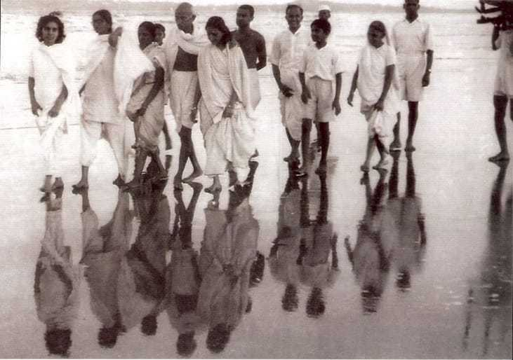 Gandhi on his evening walk at Juhu Beach, Mumbai, May 1944.