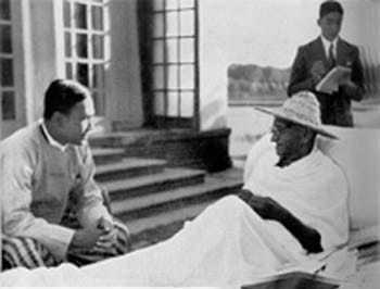 Gandhi with Abha (left) and Dr Sushilanayar at Birla House in Delhi, 1947.