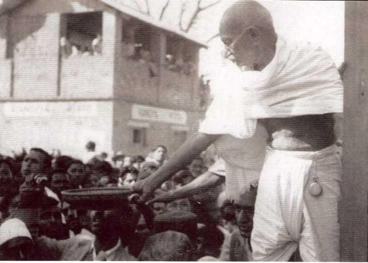 Gandhi traveling by train. 1946.