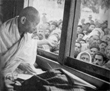Gandhi on the way to Bombay. September 8 1944.