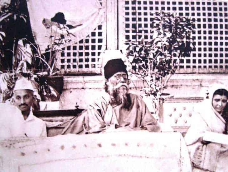 Mahatma Gandhi at the reception given to Rabindranath Tagore, Ahmedabad, April 3 - 5, 1920.