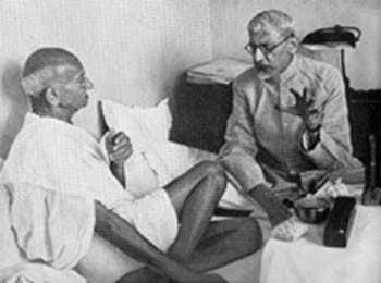 Discussing Lord Wavell's proposal with Maulana Azad, Bombay, June 1945.