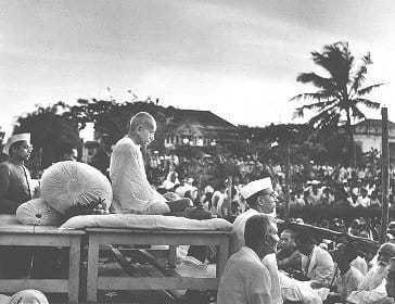 Gandhi at prayer meeting, 1946