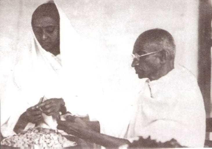 Mahatma Gandhi and Sumati Morarjee cutting vegetables, 1945.