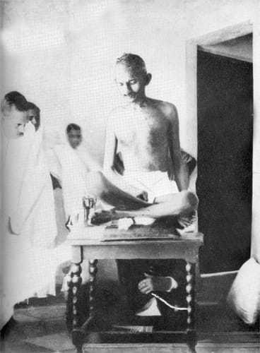 After hearing news of communal violence in Kohat and also in Amethi, Sambhal and Gulbarga, Gandhi went on a fast for Hindu-Muslim unity on September 17, 1924. He broke his fast after 21 days.