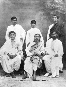Sri Aurobindo avec ses disciples