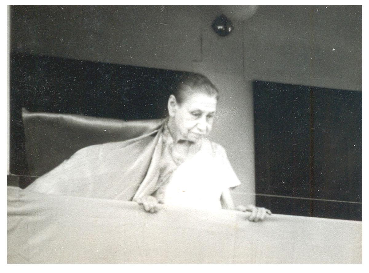 Mirra alfassa, the Mother, Balcony Darshan
