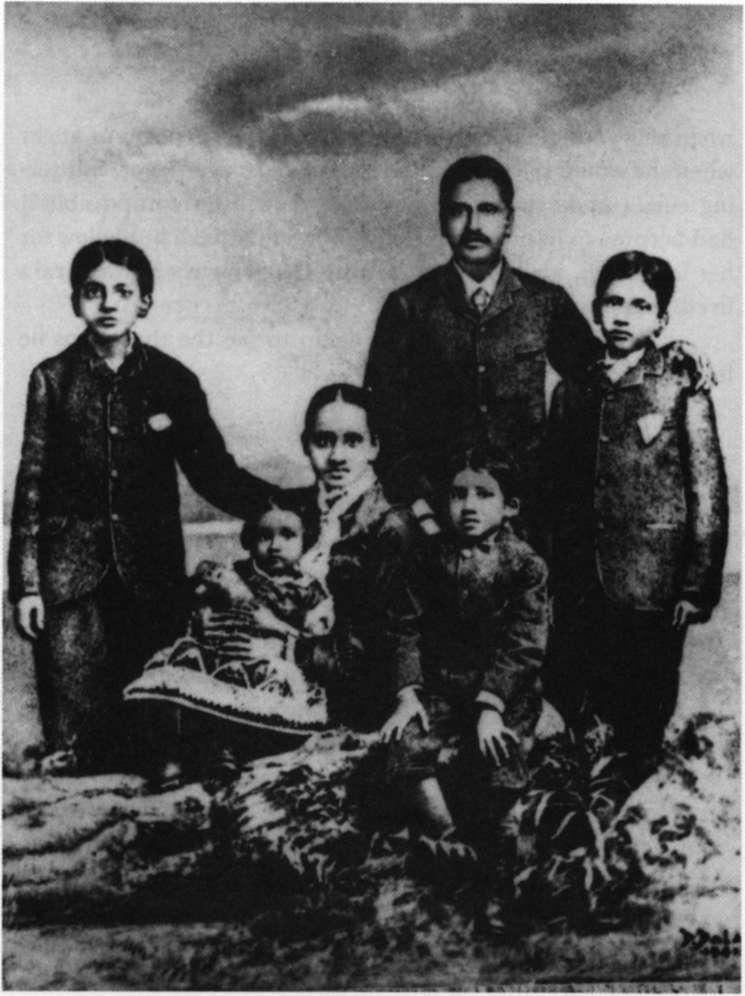 ghose with swarnalata and benoy bhushan sarojini sri aurobindo and manmohan in 1879