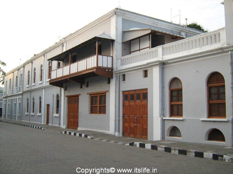 travel-pondicherry-aurobindo-ashrama1