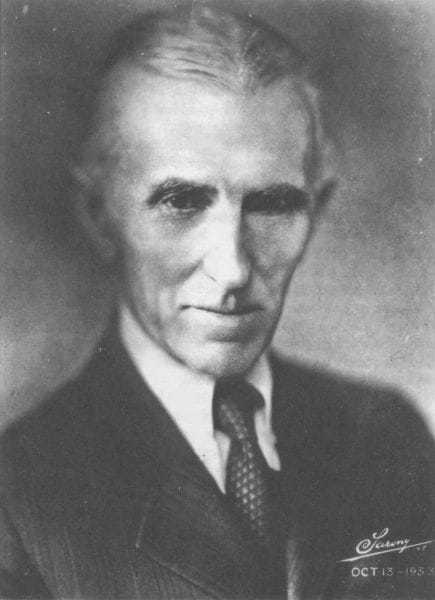 Sarony photograph of Tesla taken October 13, 1933.