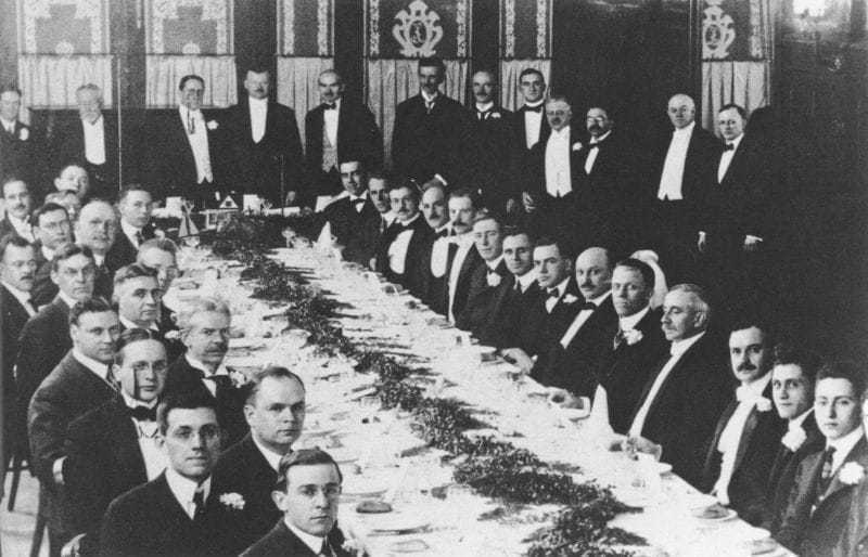 Second banquet meeting of the Institute of Radio Engineers (now part of the Institute of Electrical and Electronics Engineers) at Luchow's in New York City, April 24, 1915. Many prominent figures in the development of radio attended. Nikola Tesla is standing at back, seventh from the right.