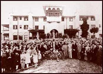 Paramahansa Yogananda conducting Easter service at SRF International Headquarters, 1925