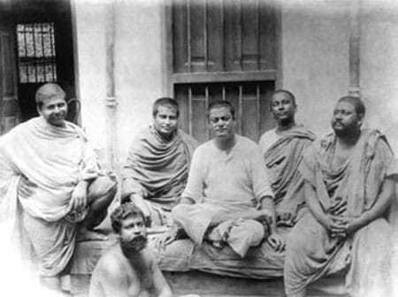 Photo taken on June 20, 1899 Belur Math : Trigunatitananda, Shivananda, Vivekananda, Turiyananda, Brahmananda. Below Sadananda.